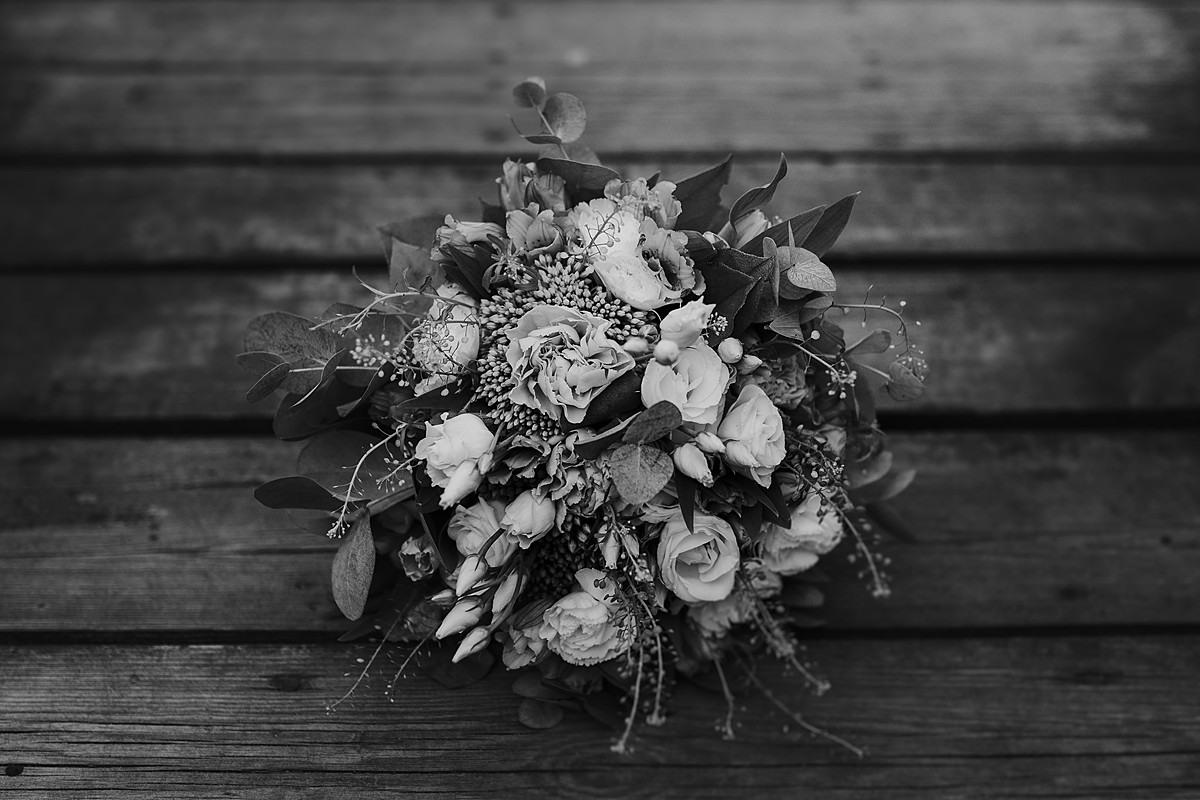 łysy młyn fotograf ślubny poznań kwiaty