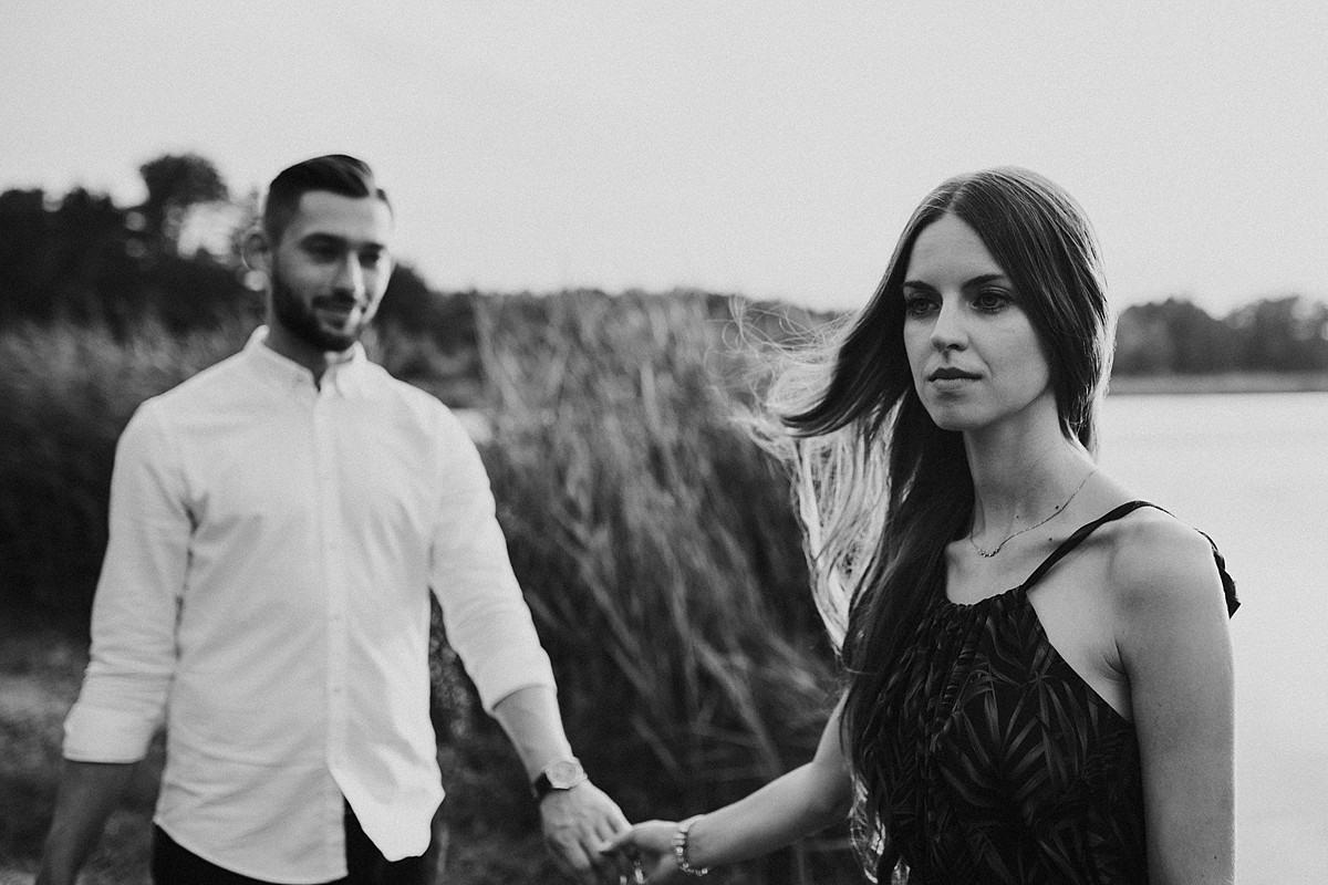wiatr lato słońce zachód para młoda fotograf ślubny