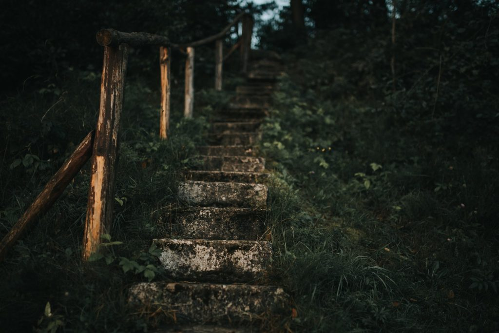 schody do jeziora