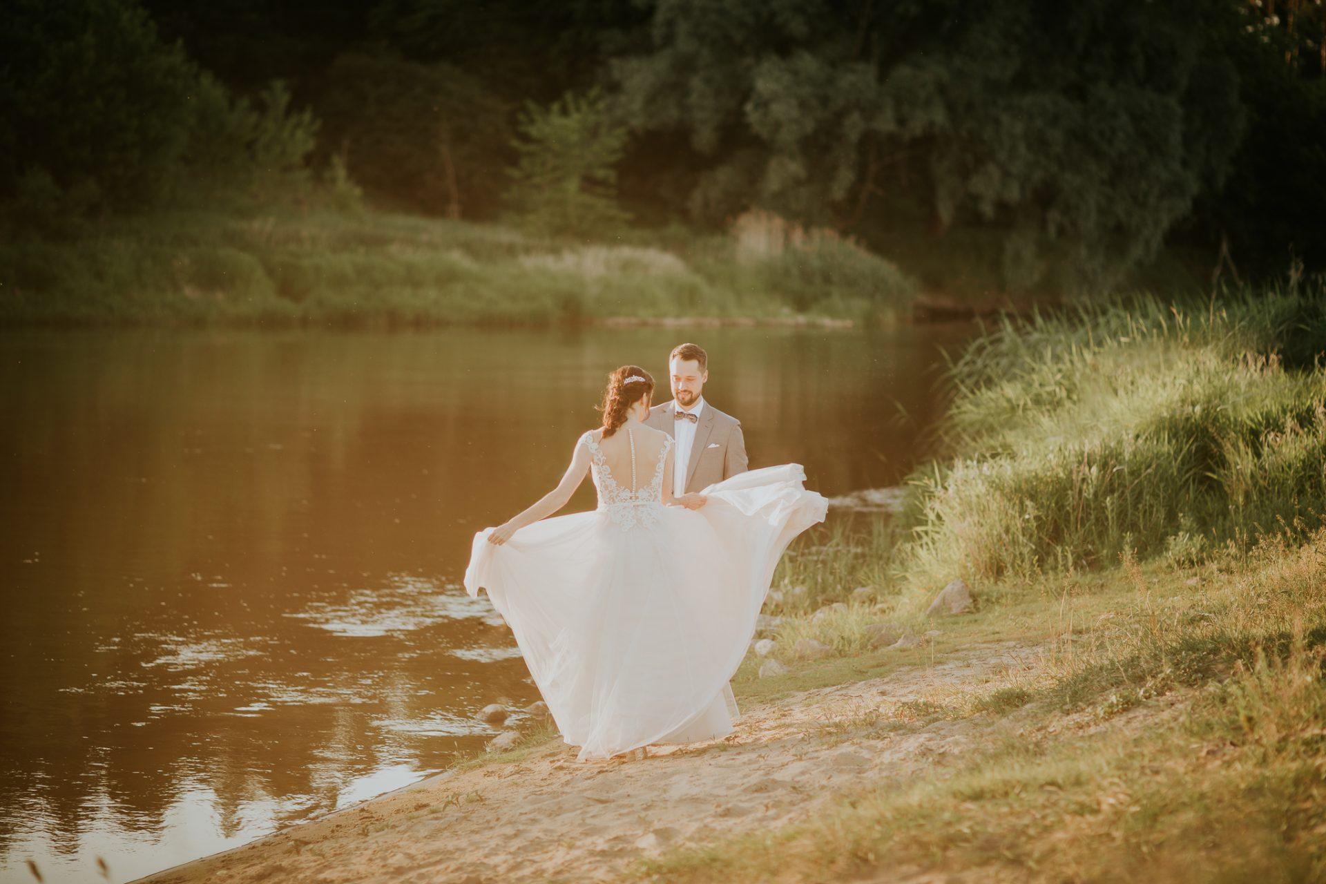 sesja ślubna nad wartą